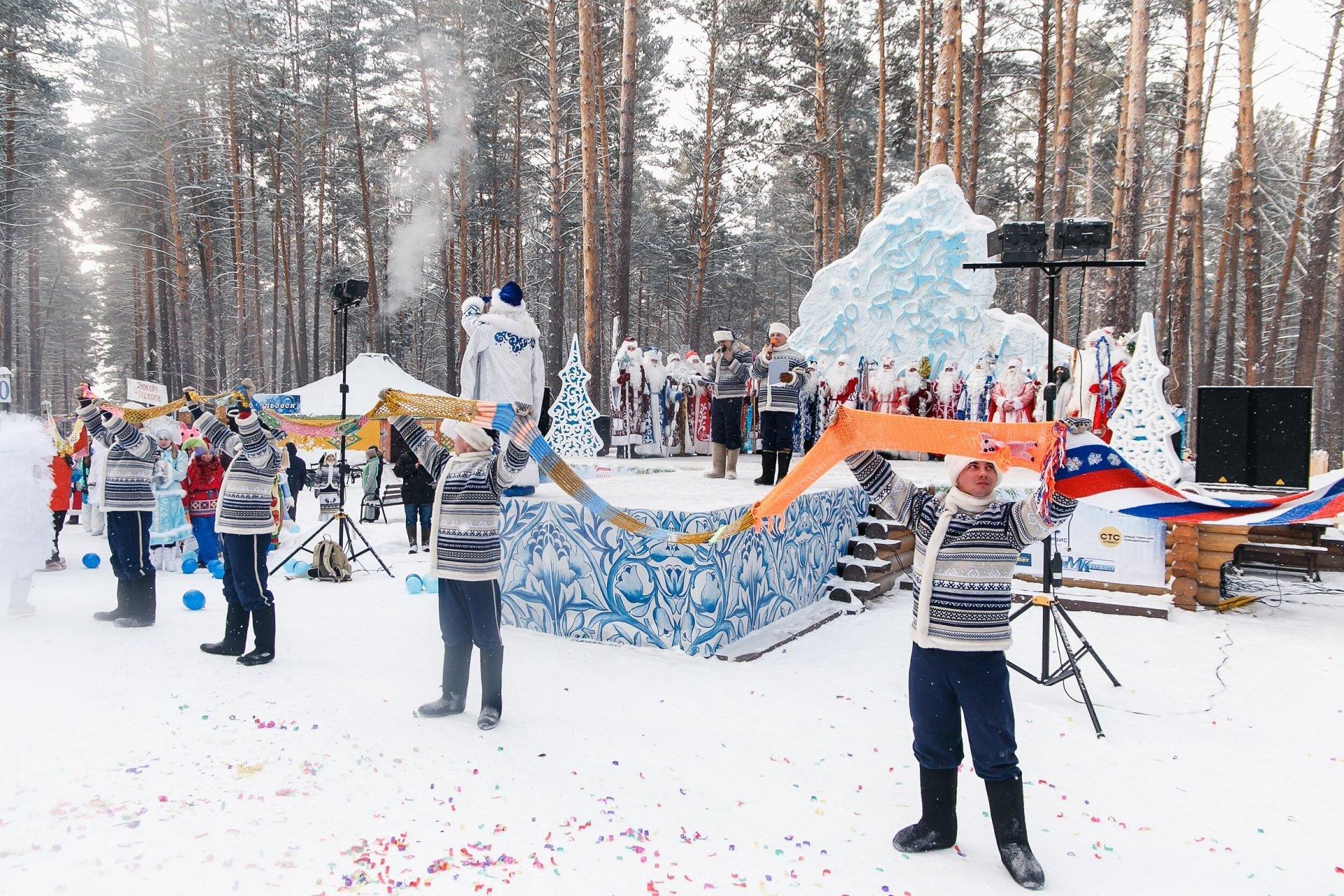 300-метровый шарф для кузбасского Деда Мороза
